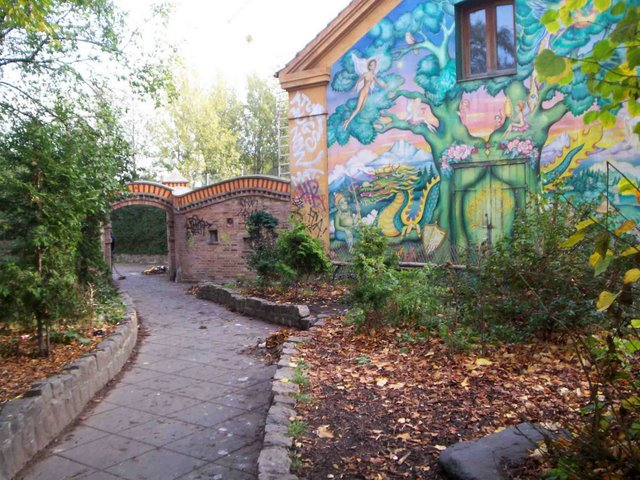 01-christiania-main-entrance
