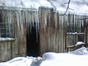 snowstorm, icicles, rear of Hina Hanta 1